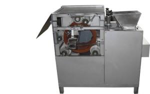 Машина для удаления красноватой кожицы арахиса и мендаля мокрым методом